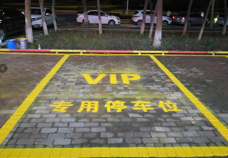 郑州银行洛阳分行室外停